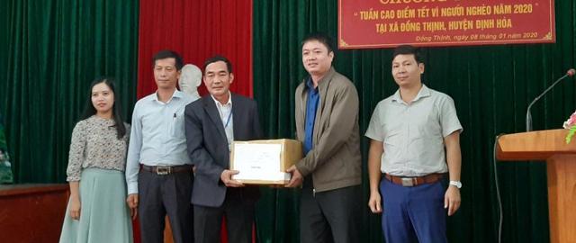 """Đại học Thái Nguyên trao quà """"Tuần cao điểm Tết vì người nghèo năm 2020"""""""